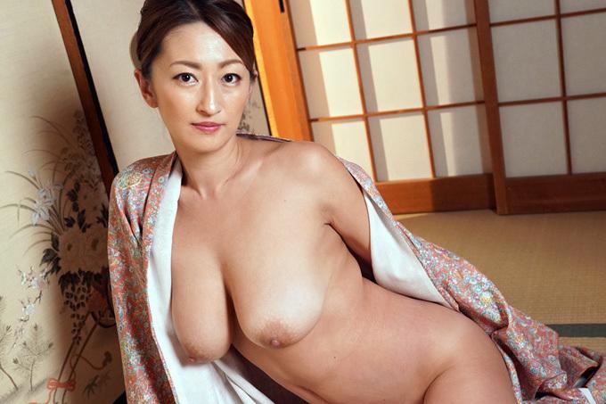 【玲奈】旅館女将の淫乱熟女を調教【AV】