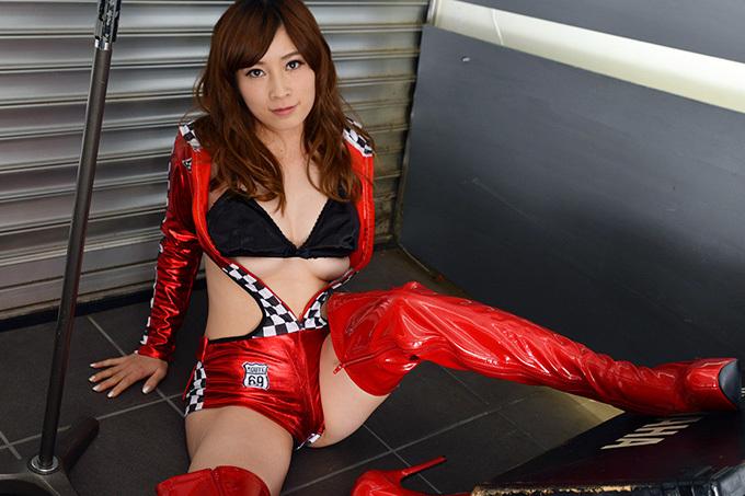 【奥田咲】極上ボディでクールに誘惑【レースクイーン】