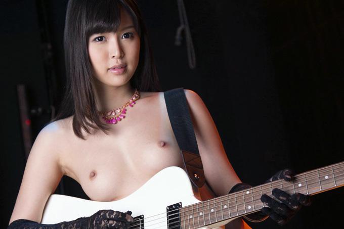 【葵つかさ】綺麗なお姉さんのヌードとギターと。【ヌード】