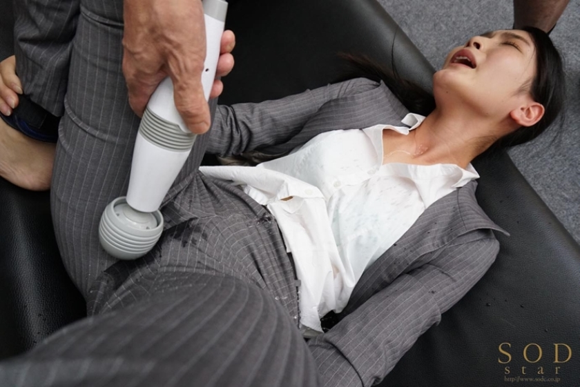 パンツスタイルのスーツ着たOLって気が強そうだけどまん汁でパンティの中はムレムレになってそうだよなwwwww