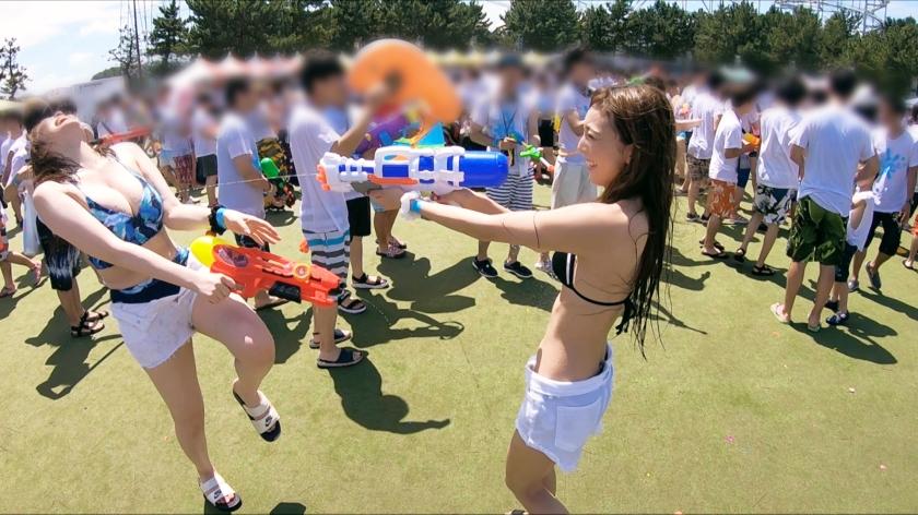 水鉄砲で水をかけあうイベントに来てた女2人と仲良くなってエッチしたwwwww