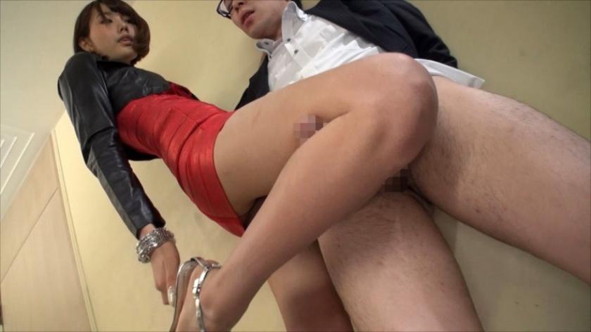 タトゥー女のセックスがいやらしいwwww体はそれほどエロくないのにタトゥー効果でロックなエロさを醸し出すwwwww