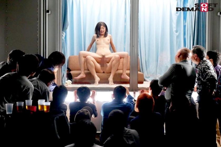 マジックミラー号で羞恥セックス…の、つもりがマジックミラーになってなくてアヘ顔もマンコも観衆に見られている件wwwwww