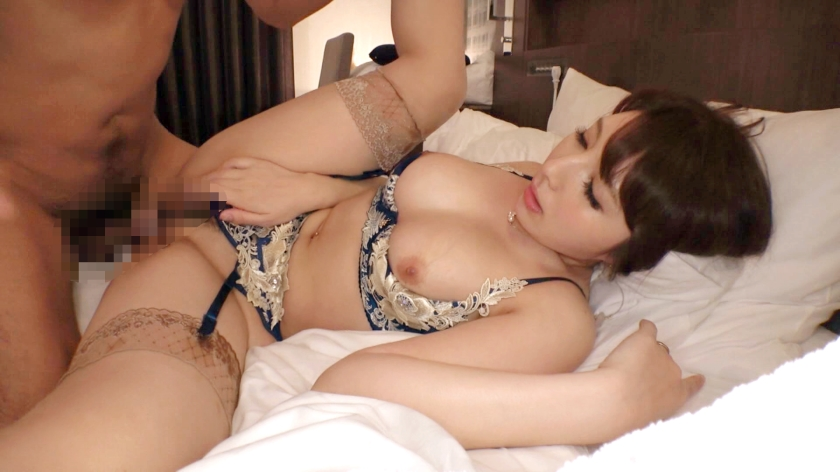 熟女と言われてもピンとこないくらい美人で巨乳な34歳のエッチな体に病みつきになるwwwww