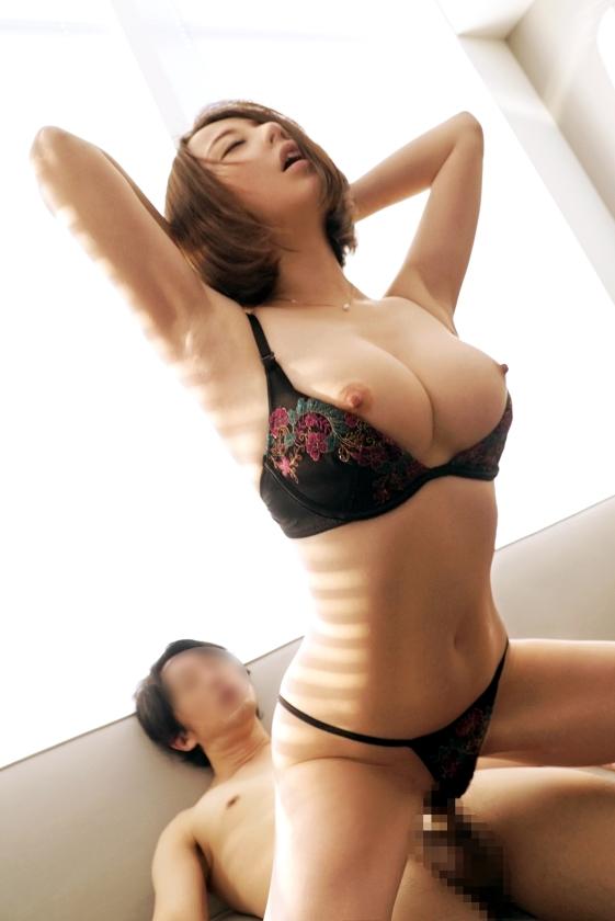 すごくエッチで引き締まった体の巨乳女がエッチな下着をつけたままのSEX!!!!