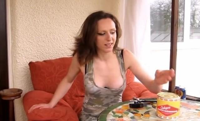 【動画】 巨乳だけどシュールストレミングスの缶詰を開けて食してみた!