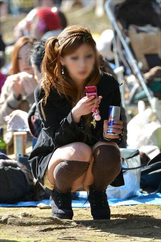 いろんな場所でパンツを見せちゃった、素人パ○チラ娘たちを街撮り