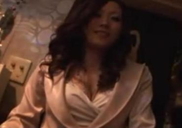 浦〇の地元密着型スナックのママを半ば強引に口説いて店内でハメ撮りセックスさせてもらった映像!!!