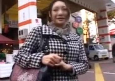 蒲田で土下座ナンパ!クラシックバレエ仕込みの柔軟ボディー仰け反らせアクメイキする熟女奥さん!