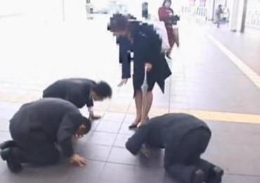 「もうダメ許してえええ!」新都心を歩いてた土下座ゲットした美人ボイン奥さんと3連顔射ハメ!!!