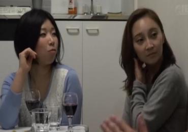 相席居酒屋でGETしたOL半熟女2人組と見せつけ合うかのようにエロいSEX!!!