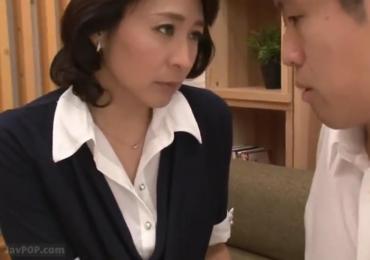 担任のアラフォー美魔女教師がデカチンが原因でいじめられた教え子と中出しSEX!【矢部寿恵】