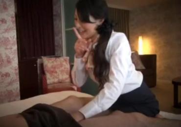 【隠し撮り】内緒にしていただけるのなら・・出張エステティシャンの人妻が本番SEXさせてくれた!!!
