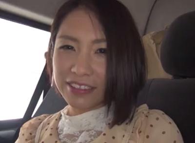 セレブそうな通りすがりの完熟マダムを口説いて車内でおまんこ自慰させてハメ撮りしてる本日の人妻熟女動画