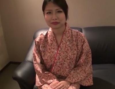 趣味は茶道の清楚なおばさんがomannko丸出しにするアダルト動画にお金目的で出演した完熟マニア向けの性交動画