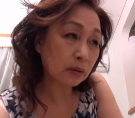 (ヒトヅマムービー)《60代おばさん》閉経済みでナカ出し大歓迎の還暦ヒトヅマをハメ倒す