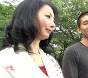 【人妻動画】《50代》久々に会っで感極まり過ちを犯すが関係を続けてしまう