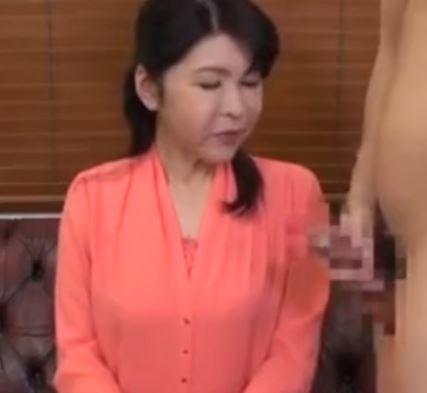 (ヒトヅマムービー)「あら・・こんなの久しぶり」生ボッキを見せられ牝の本能がめざめる
