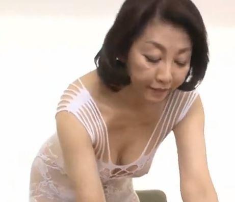 (ヒトヅマムービー)還暦でコノ美貌とスタイルは違反ですよ☆超熟美魔女がえろ過ぎる☆