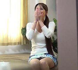 (ヒトヅマムービー)昼顔妻の姿☆口八丁のゲス男の家でウワキしてしまうモデル奥さん