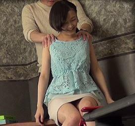 (ヒトヅマムービー)《企画》同級会で久々に会った奥さんをお家に連れ込んでワイセツ行為