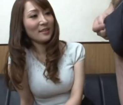 【人妻動画】《自慰観賞》ちょっと触るだけなんて言いながらムラムラしちゃいます