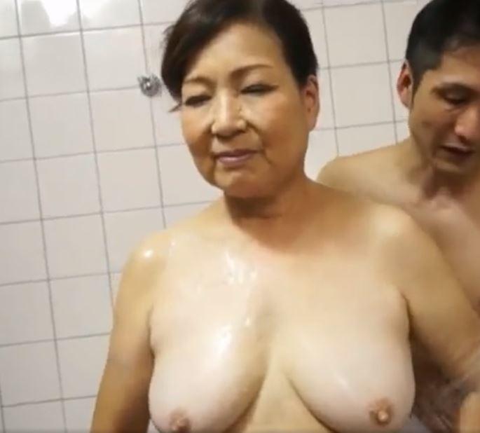 【人妻動画】《完熟婆さん》70の超熟まんこが再び男根を包み込み暖かく受け入れる