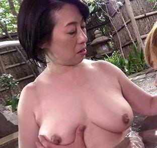【人妻動画】《完熟まんこ》使い込んだ膣内の味で婿を虜にしてしまう背徳行為☆