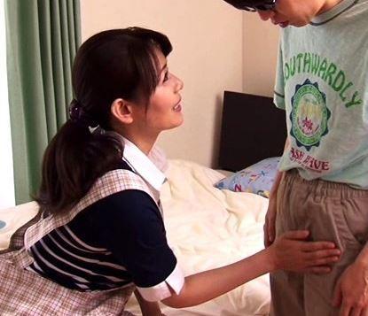 【人妻動画】心優しくて色っぽい熟母さんがJUNIORに女の扱いを指導する…