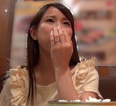 (ヒトヅマムービー)《ヒトヅマキャッチ》物静かだけど内心はムッツリすけべのモデルさん