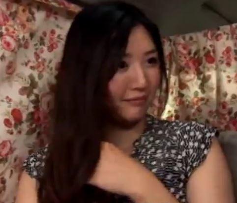 (ヒトヅマムービー)《ロケット乳妻キャッチ》ぽっちゃカワで笑顔も良い感じのヨメさんをGetです