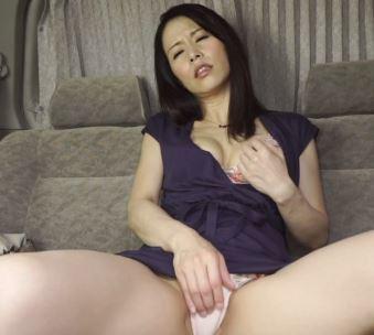 (ヒトヅマムービー)《シロウトキャッチ》街頭で一般女性をキャッチして車内に誘い込みセックス☆な御願いをしてみた結果