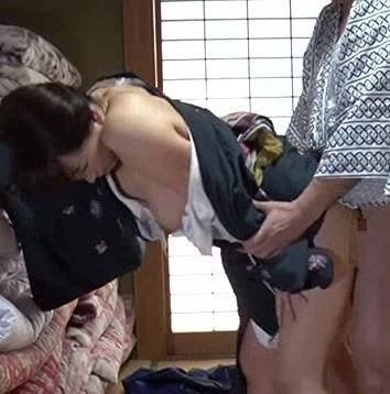 【人妻動画】《へンリー塚本》たまには普段と違う男根を味わいたくなるヨメさんの淫らな願望が凄すぎる