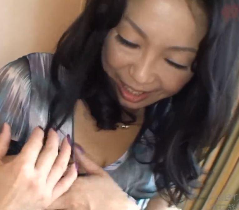 【人妻動画】《人妻キャッチ》熟れ熟れ奥さんが淫らな欲望を他人棒で満たしてます