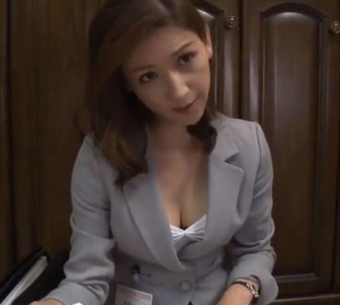 (ヒトヅマムービー)本当にあった☆完熟生保おばさんの色仕掛け契約テク…美堂かなえ