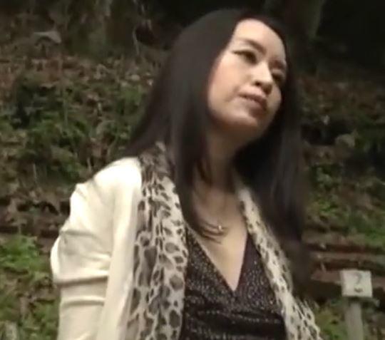 (ヒトヅマムービー)《ヘンリー塚本》性欲が満たされないヒトヅマが絶倫のチンチンを求めてやった来た☆