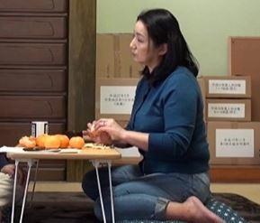 《五十路》集会所でエロ村長に口説き落とされる豊満な熟おばちゃん