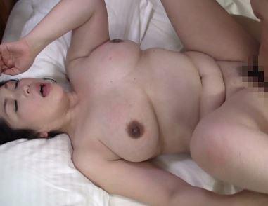 《豊熟な肉体》決して交わってはマズイ!でも膣が疼きだす…