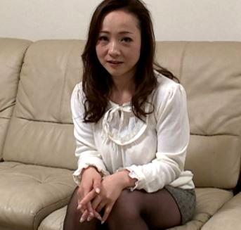 (ヒトヅマムービー)妖しい色気を放つ42才熟妻さんが不安と期待を胸に抱き初めてのプレイ