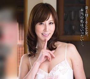 《澤村レイコ》隣にお父さんがいるのよ!美しすぎる熟母が危険な関係に突き進んでしまう