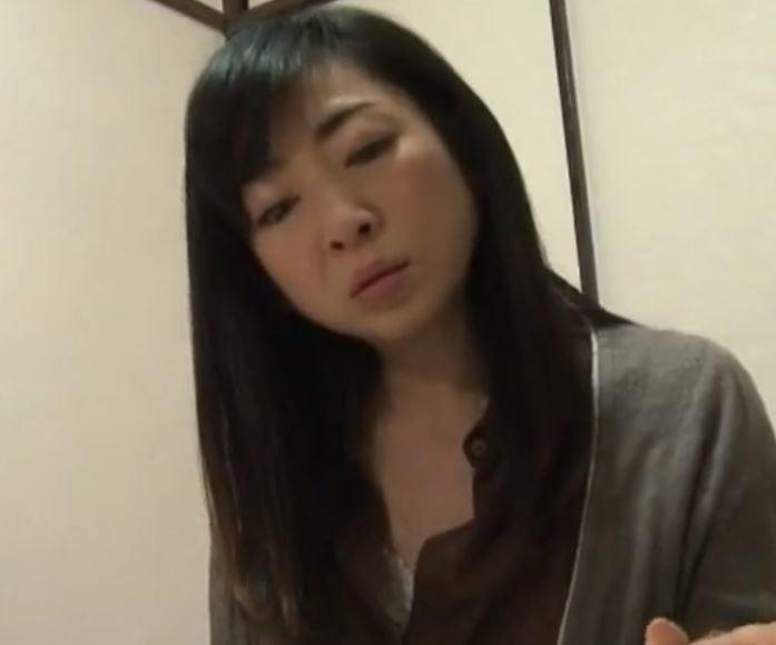 (ヒトヅマムービー)《ヘンリー塚本》管理人であるヒトヅマは八年前にダンナと死別して以来とある趣味にのめり込んでいる