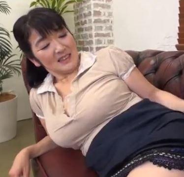 【人妻動画】《企画》あぁ凄いわ☆巨根に目がとろーんとして来たエッチ☆なオバさん