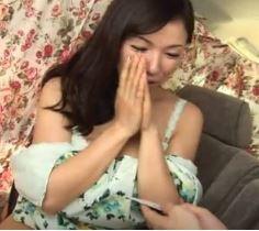 【人妻動画】《人妻キャッチ》お色気プンプン美魔女が他人棒と体液を交わす