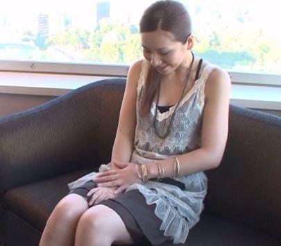 【人妻動画】愛らしさとキュートさを持つ奥さんです☆雰囲気は大人っぽいけど仕草カワイいいです☆