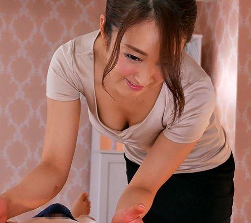 【人妻動画】《初撮り奥さん》あなたも出会っているかも?新宿で見つけたマッサージ店で働く主婦がアダルトビデオ新人