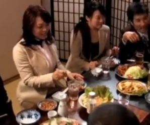 【人妻動画】《ヘンリー塚本》世間でよくある話し☆同級会でウワキに落ちるヒトヅマさん
