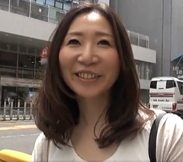 【人妻動画】《初撮り奥さん》熟れたヒトヅマが他人のチンチンにはげしく乱れ狂う・・・
