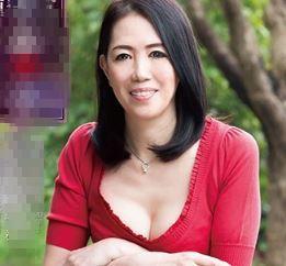 (ヒトヅマムービー)(高齢熟母の性欲)家庭内で歪んだ性行為が日常化していく淫らな性活