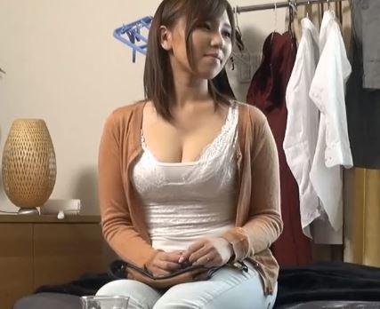(ヒトヅマムービー)《ヒトヅマ》超ガードの固いロケット乳ヒトヅマをなんとか口説いてみた一部始終