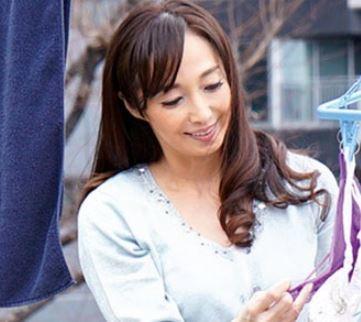 (ヒトヅマムービー)《50代》美しく感度バツグンな華のあるえろさが素敵な友人の母さん